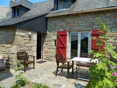 Ravissante maison bretonne en pierres rénovée avec goût à proximité de la plage. Cheminée. Sat-TV. Internet.